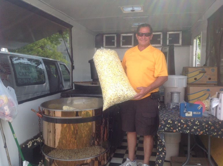 The Popcorn Pit sells freshly-made kettle corn at the farmers' market.