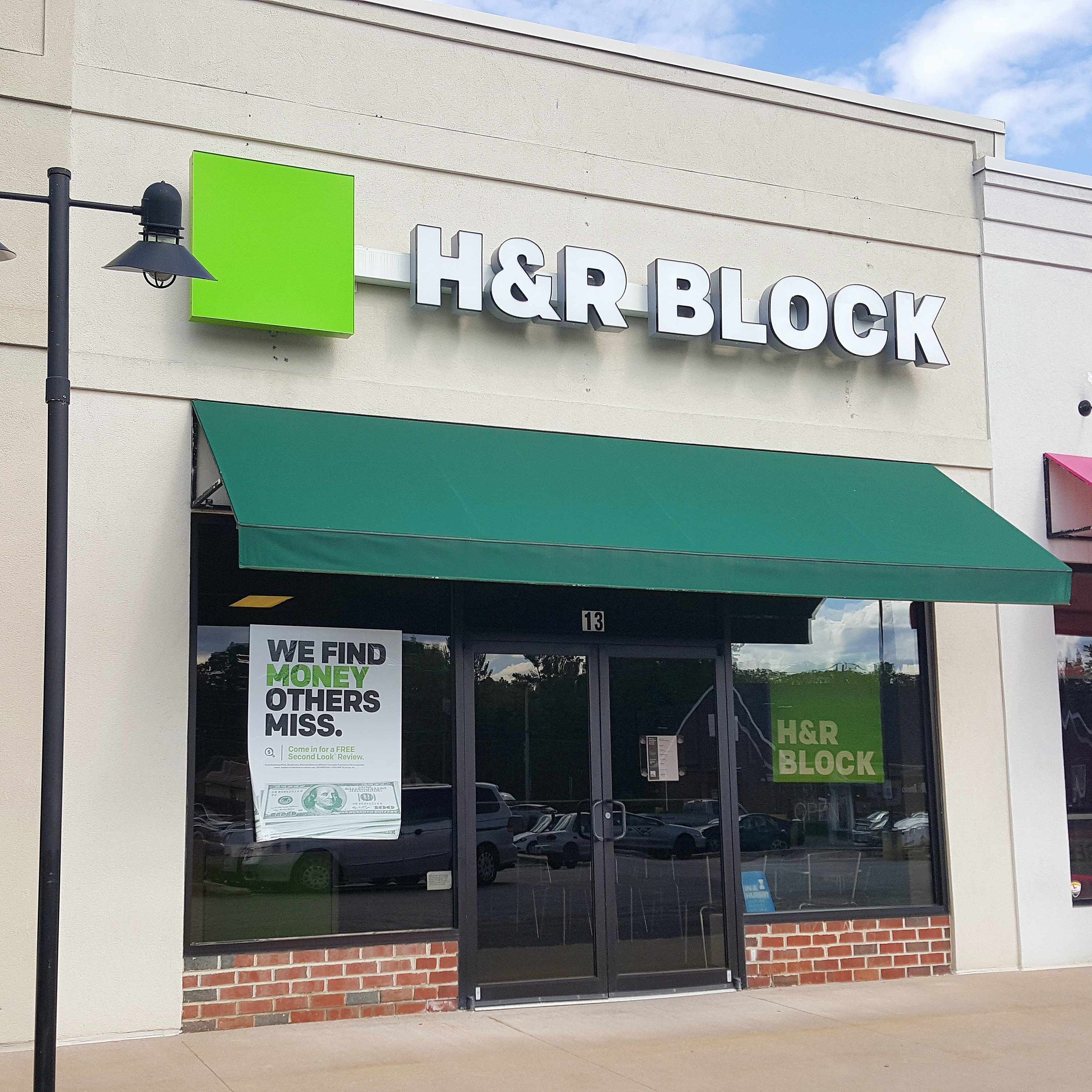 The H&R Block Tax Calculator , is a great way to estimate how much you will receive as a refund this year. It's yet another great service that H&R Block offers their consumers.